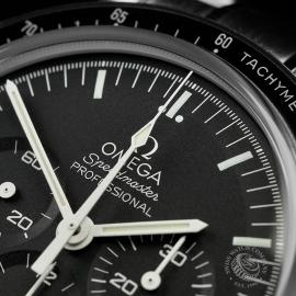 OM22339S Omega Speedmaster Pofessional Moonwatch Unworn Close3