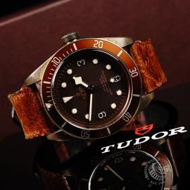 TU22007S Tudor Heritage Black Bay Bronze Close10