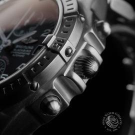BR22647S Breitling Chronomat Blackbird Close7