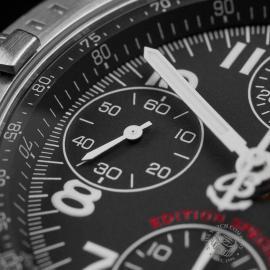 BR22647S Breitling Chronomat Blackbird Close5