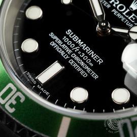 RO1958P Rolex Submariner Green Bezel Close 4