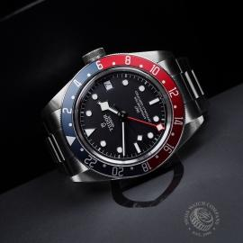 TU21630S Tudor Black Bay GMT Pepsi Bezel Close10