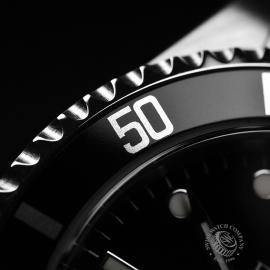 RO21005S_Rolex_Submariner_Close5.JPG