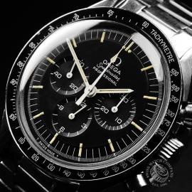 OM22108S Omega Vintage Speedmaster Moonwatch Close2
