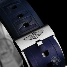 BR21756S Breitling Chrono Avenger Close8