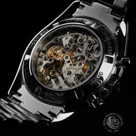 OM22683S  Omega Speedmaster Moonwatch Close2