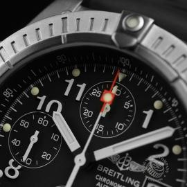 BR1837P_Breitling_Chrono_Avenger_Close5.JPG
