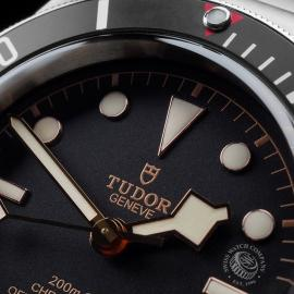 TU21649S Tudor Heritage Black Bay Close3