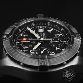 BR1837P_Breitling_Chrono_Avenger_Close8.JPG