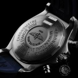 BR21756S Breitling Chrono Avenger Close9