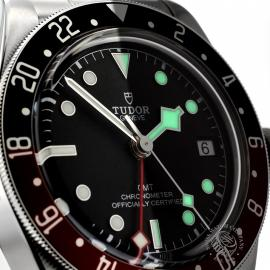 TU20225S-Tudor-Black-Bay-GMT-Pepsi-Bezel-Close8.jpg