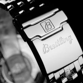 BR22068S Breitling Navitimer Heritage Close8