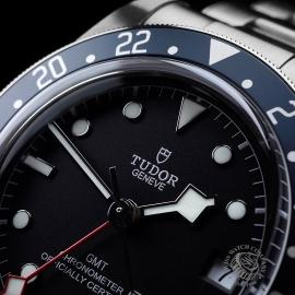 TU21630S Tudor Black Bay GMT Pepsi Bezel Close3