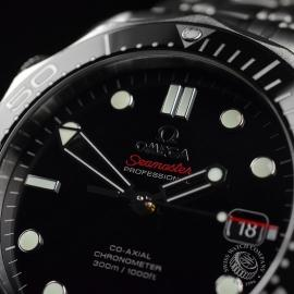 OM20623S_Omega_Seamaster_Professional_Co_Axial_300m_Close5.JPG