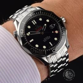 OM20623S_Omega_Seamaster_Professional_Co_Axial_300m_Wrist.JPG