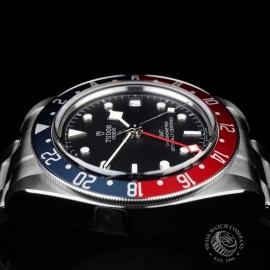 TU21630S Tudor Black Bay GMT Pepsi Bezel Close6