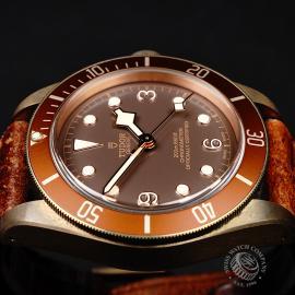 TU22007S Tudor Heritage Black Bay Bronze Close6