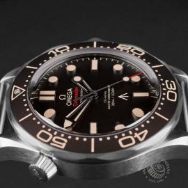 OM22513S Omega Seamaster 300M '007 Edition' Unworn Close6