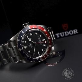 TU20225S-Tudor-Black-Bay-GMT-Pepsi-Bezel-Close10.jpg
