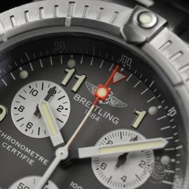BR20036S Breitling Chrono Avenger M1 Close5