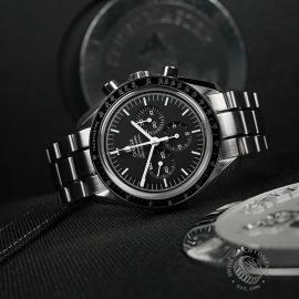 OM22339S Omega Speedmaster Pofessional Moonwatch Unworn Close10