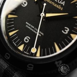 OM20944S_Omega_Seamaster_300_Master_Co_Axial_SPECTRE_Limited_Edition_Close.JPG