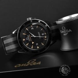 OM20944S_Omega_Seamaster_300_Master_Co_Axial_SPECTRE_Limited_Edition_Close9.JPG