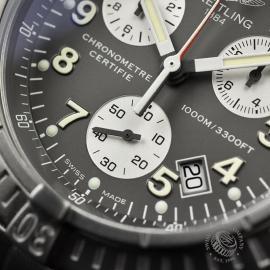 BR20036S Breitling Chrono Avenger M1 Close6 1