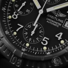 BR1837P_Breitling_Chrono_Avenger_Close6.JPG