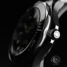 OM20964S_Omega_Seamaster_Professional_Co_Axial_300m_Close3.JPG