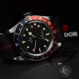 RO20436S Tudor Black Bay GMT Pepsi Bezel Close14