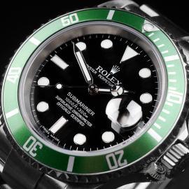RO1958P Rolex Submariner Green Bezel Close 2