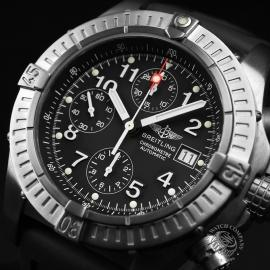 BR1837P_Breitling_Chrono_Avenger_Close2.JPG