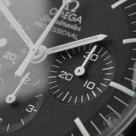 OM22330S Omega Speedmaster Pofessional Moonwatch Close5