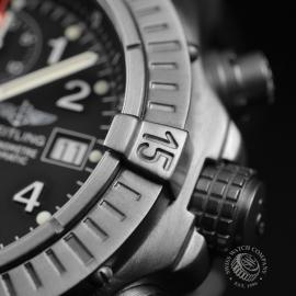 BR1837P_Breitling_Chrono_Avenger_Close7.JPG