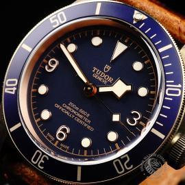 TU21992S Tudor Heritage Black Bay Bronze 'Bucherer Edition' Close2