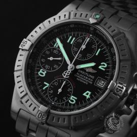 BR22647S Breitling Chronomat Blackbird Close1