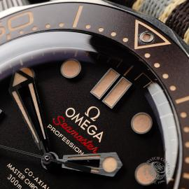 OM21998S Omega Seamaster 300M '007 Edition'  Close3 1