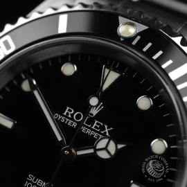 RO21005S_Rolex_Submariner_Close4.JPG