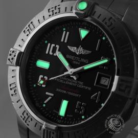 21240S Breitling Avenger Seawolf II  Close1