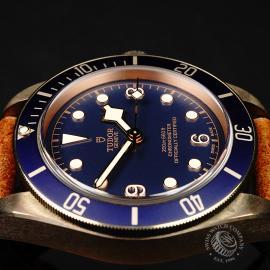 TU21992S Tudor Heritage Black Bay Bronze 'Bucherer Edition' Close6 1