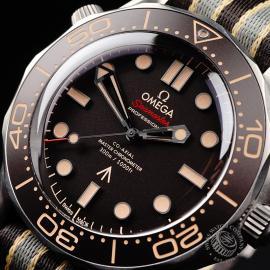 OM21998S Omega Seamaster 300M '007 Edition'  Close2