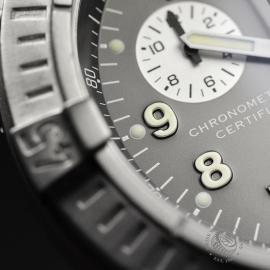 BR20036S Breitling Chrono Avenger M1 Close7