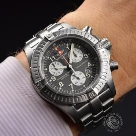 BR20036S Breitling Chrono Avenger M1 Wrist
