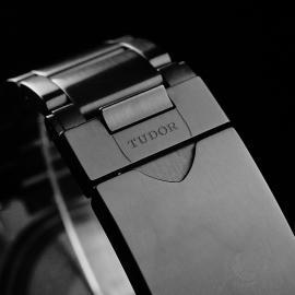 TU22227S Tudor Heritage Black Bay Chronograph Dark Close8