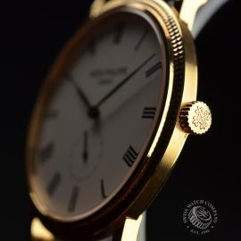 PA20755S_Patek_Philippe_Calatrava_Close2.JPG