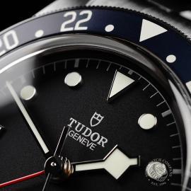 TU21766S Tudor Black Bay GMT Pepsi Bezel Close3